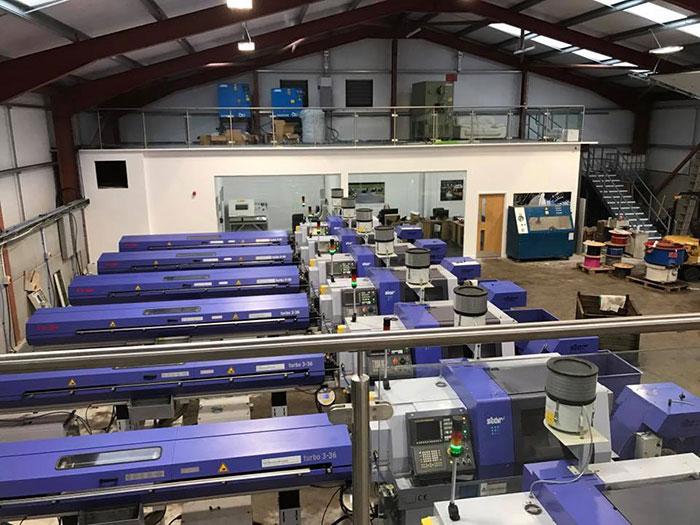 Hel Performance reparto CNC produzione connettori dal pieno